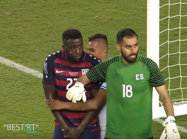 Футболисты Сальвадора покусали соперников из США во время матча (ВИДЕО)