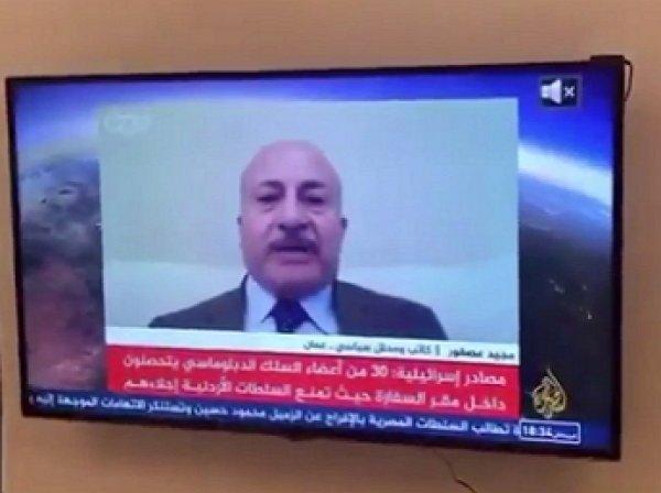Политолог выступил в эфире Al Jazeera без штанов, но в галстуке