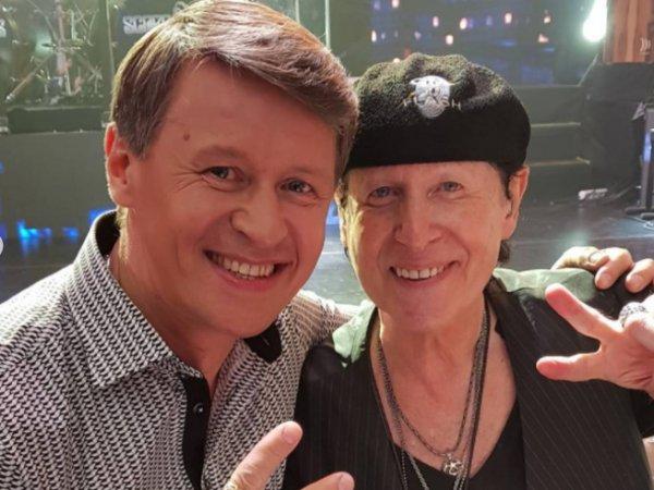 Уральский олигарх отметил жемчужную свадьбу живым концертом Scorpions и выступлением команды КВН