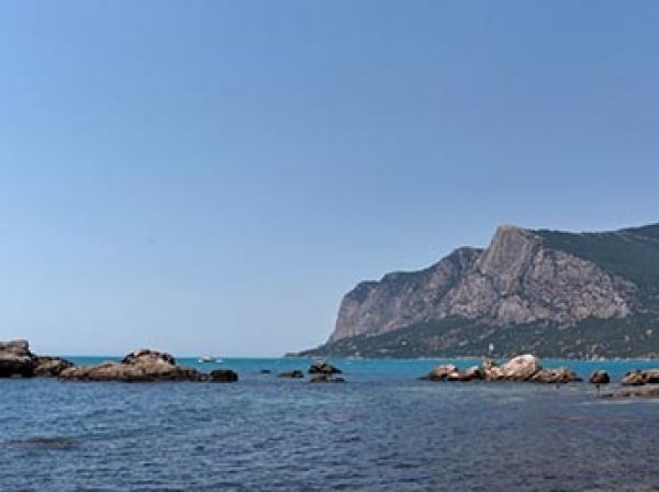СМИ: в Крыму 39 туристов попали в больницу из-за резко охладевшей воды в море