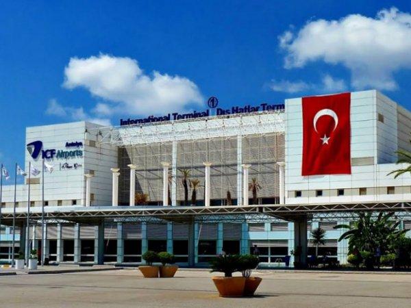 В аэропорту Антальи туристку из России два дня держали взаперти