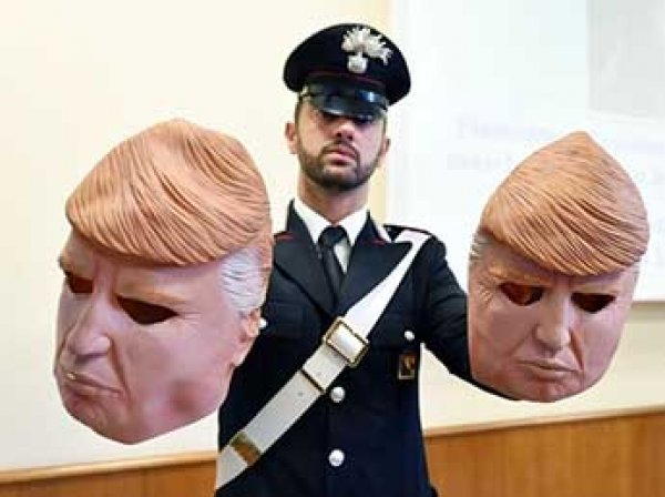 В Италии задержали банду грабителей, которые обкрадывали банкоматы в масках Трампа (ВИДЕО)