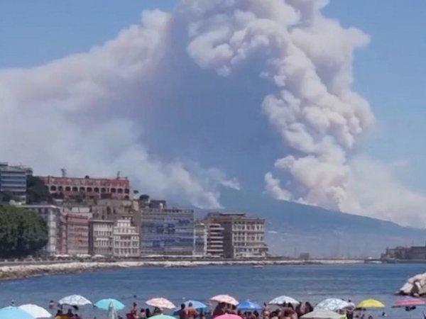 Зловещий череп из дыма над Везувием напугал пользователей Сети (ФОТО, ВИДЕО)