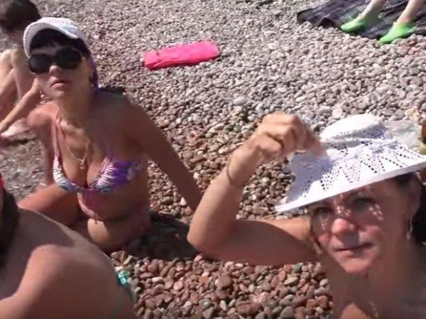 """""""Это рай"""": украинские туристки в Крыму удивили британского журналиста"""