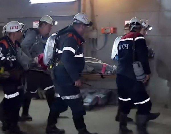 В Якутии спасли заблокированного в шахте горняка