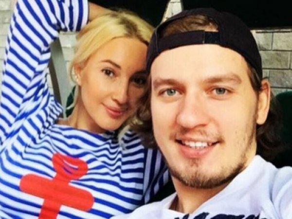 СМИ: Лера Кудрявцева бросила мужа из-за его измены
