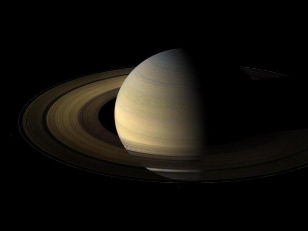 Ученые NASA показали первое ФОТО рассвета на Сатурне