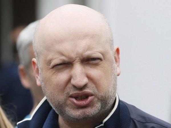 Турчинов заявил о грядущей блокировке российских телеканалов на Донбассе
