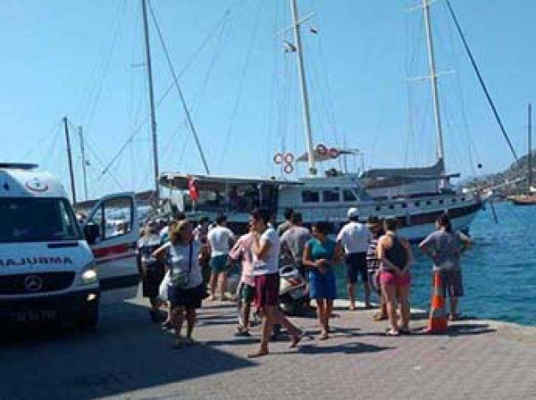 Три человека погибли при крушении яхты с туристами в Турции