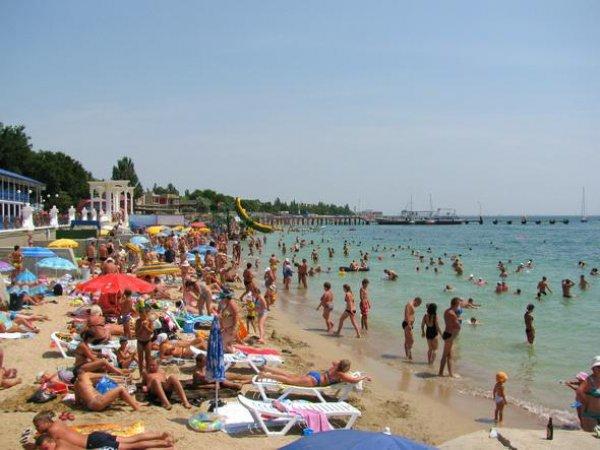 Экс-депутат Рады показал украинцам видео переполненных пляжей Крыма, сравнив их с Херсоном