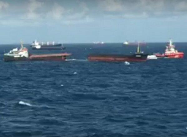 Разломившийся пополам сухогруз «Леонардо» у берегов Турции попал на видео