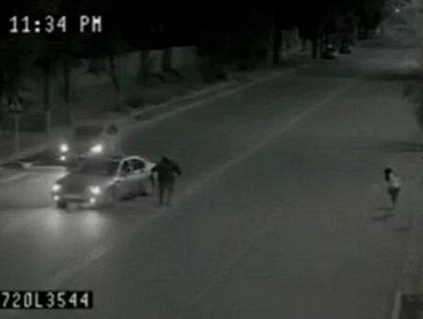 YouTube обсуждает ВИДЕО, где призрак спас девочку из-под колес автомобиля