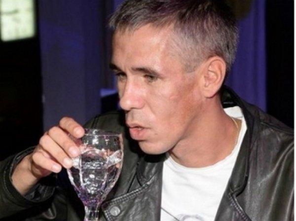 Дочь Алексея Панина опубликовала видео с пьяным отцом