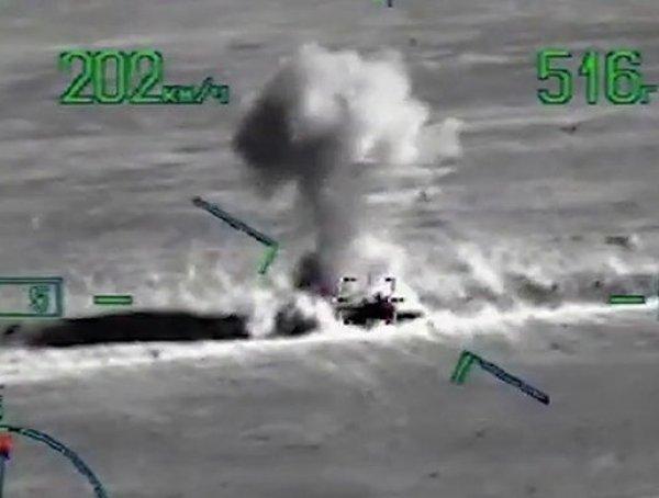 Опубликовано ВИДЕО удара ВКС РФ по окружившим российских военных боевикам в Сирии