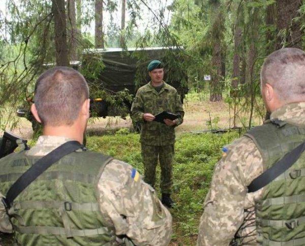 Военные ВСУ избили инструкторов НАТО за изнасилование несовершеннолетних жительниц Донбасса