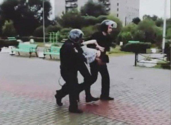 Стрельба в школе в Ивантеевке сегодня: момент задержания школьника, устроившего стрельбу, попал на ВИДЕО