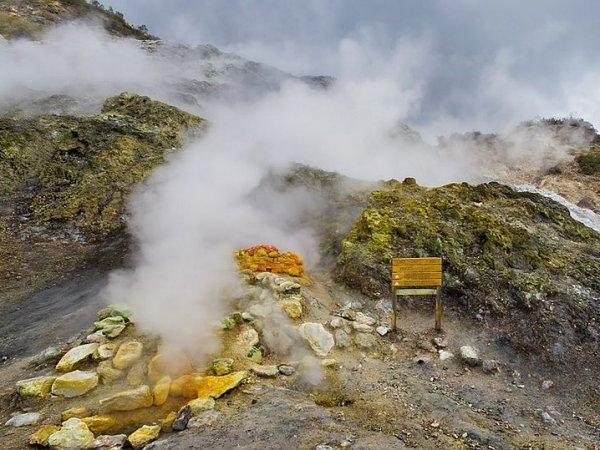 В Италии семья погибла, провалившись в кратер вулкана