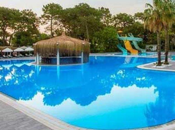 Турист из России утонул в бассейне отеля в Турции