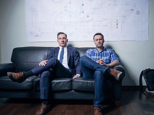 """Приставы задержали директора фонда Навального из-за фильма """"Он вам не Димон"""""""