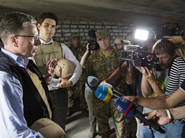 "Порошенко поблагодарил США за ""восстановление мира"" на Донбассе"