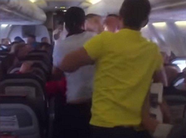 YouTube ВИДЕО: пьяный пассажир устроил дебош в самолёте Анталья – Уфа