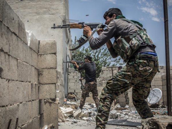 СМИ: члены ЧВК Вагнера попали в плен ИГИЛ, прикрывая в бою у Аш-Шоуля сирийцев