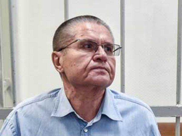 В суде показали видео передачи взятки Сечиным Улюкаеву