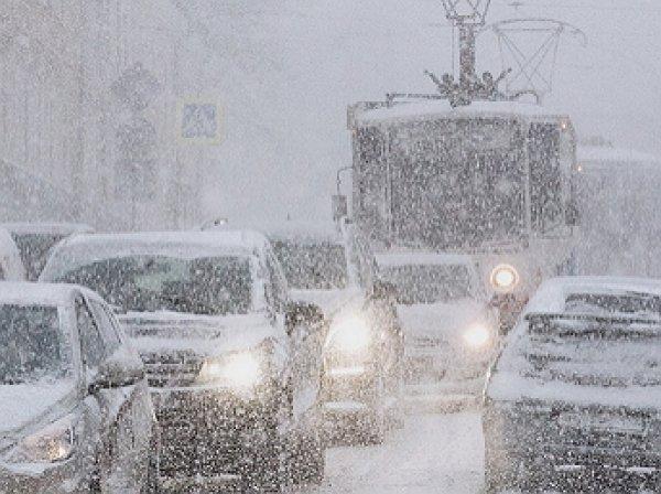 ЦОДД предупредил москвичей о 9-бальных пробках из-за снегопада
