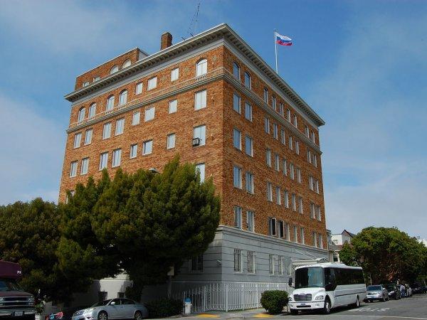 Власти США сняли российский триколор с генконсульства РФ в Сан-Франциско