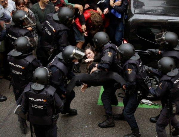 """""""Насилие просто немыслимое"""": в столкновениях на референдуме в Каталонии ранены свыше 7500 человек (ВИДЕО)"""