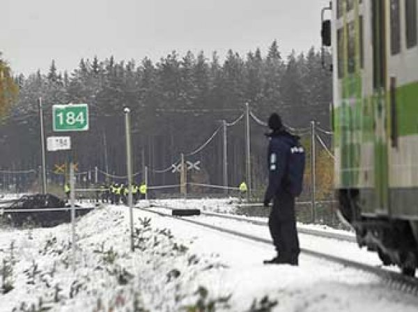 В Финляндии поезд протаранил БТР: погибли четыре человека