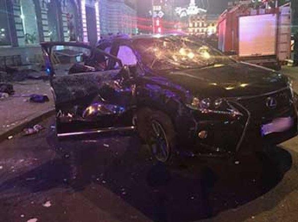 Украинское МВД опубликовало видео гонок лихача на Lexus, протаранившего пешеходов в Харькове