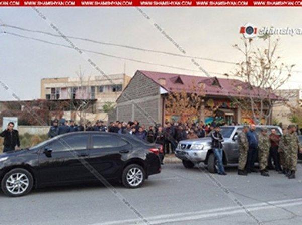 В Армении мужчина с ножом захватил заложников в детском саду
