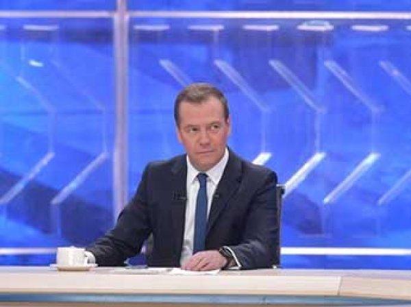 Медведев рассказал, в какой валюте хранить деньги, и успокоил пенсионеров