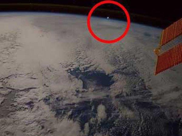 Астронавт МКС снял на видео шарообразный НЛО в атмосфере Земли