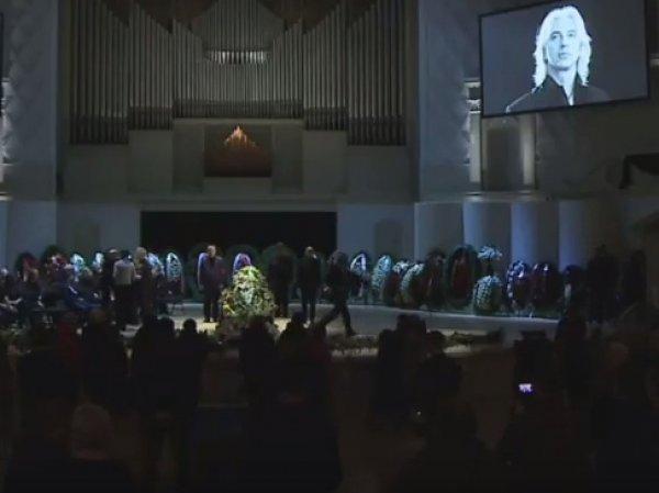 Похороны Дмитрия Хворостовского: церемония прощания  с певцом сегодня проходит в Москве (ФОТО, ВИДЕО)