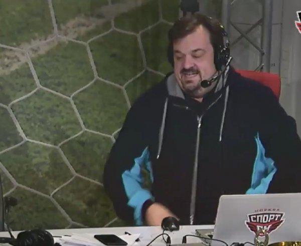 Василий Уткин упал со стула в прямом эфире «Спорт FM»