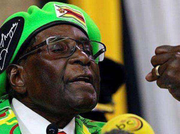 В Зимбабве старейший президент мира оказался в заложниках у военных