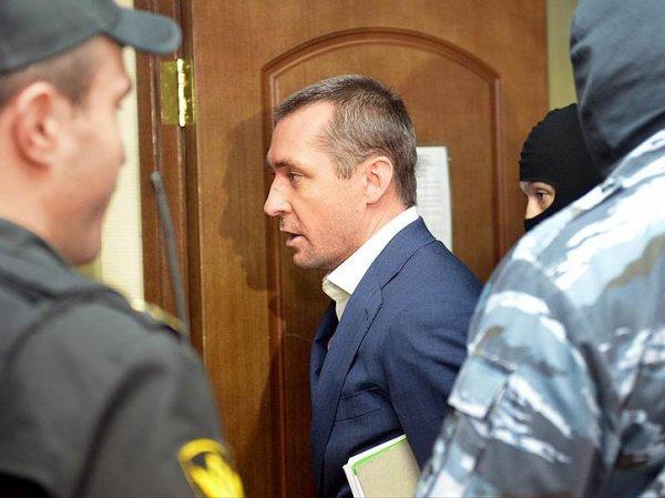 СМИ: в квартире матери полковника Захарченко найдено еще 60 млн рублей