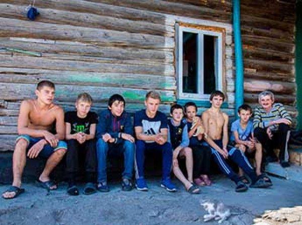 В Челябинской области отец 60 приемных детей попал под домашний арест