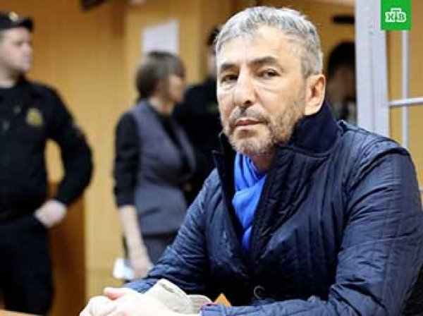Сенатора Умара Джабраилова приговорили к штрафу в полмиллиона за стрельбу в отеле