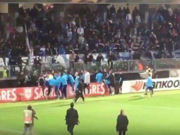 """Футболист """"Марселя"""" ударил фаната ногой по голове и был удален до начала матча"""