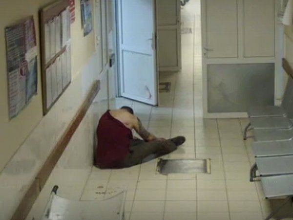 В Смоленске мужчина умер в больнице после нескольких часов ожидания помощи