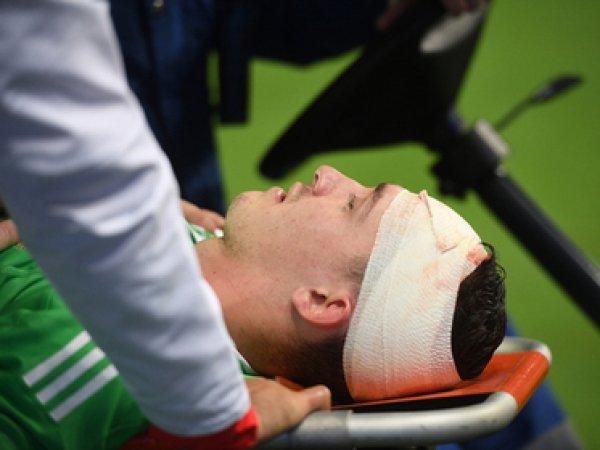 Испанский нападающий нанес скальпированную травму головы вратарю сборной России