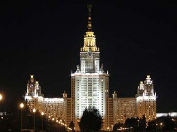 В Москве полицейский застрелил себя в служебной машине у здания МГУ