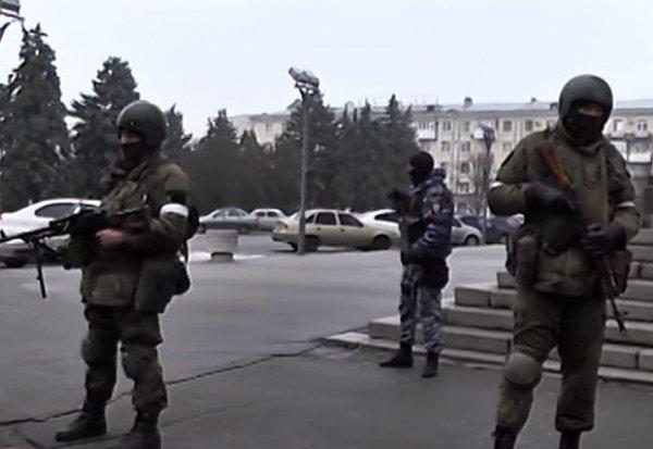 """""""Военный переворот"""" в ЛНР: вооруженные люди заблокировали центр Луганска"""