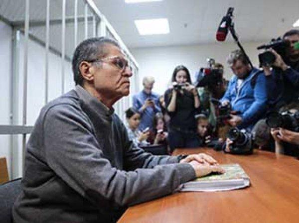 Суд признал Улюкаева виновным, а журналисты устроили драку