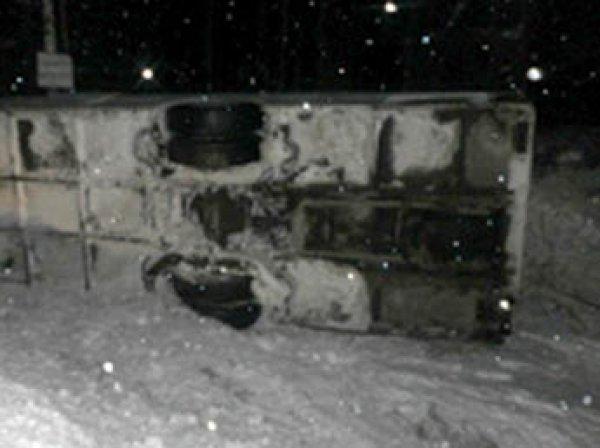 В Коми перевернулся туристический автобус: пострадали 12 человек