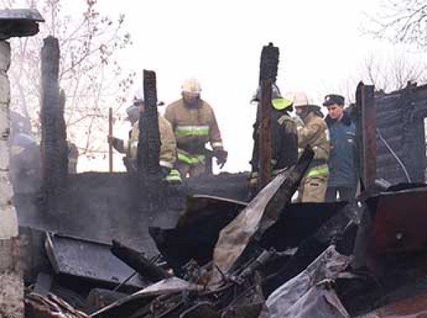 В Калужской области на пожаре погибли пять взрослых и двое детей, в Новосибирской - пятеро детей