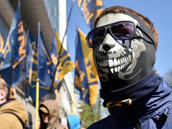 Заблокировавшие телеканал NewsOne радикалы предъявили свои требования